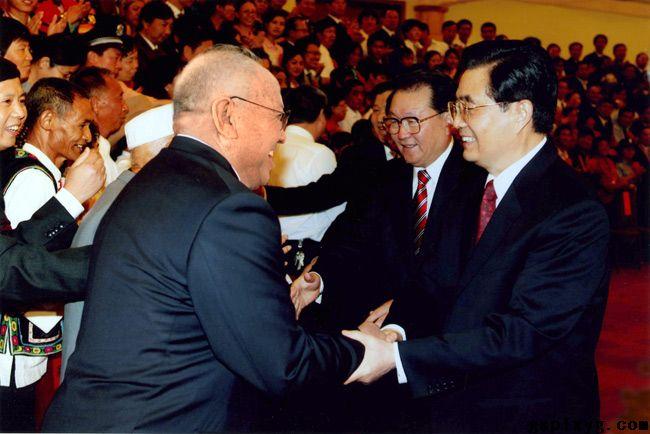 2007年9月18日,公司董事长李金昌同志获全国道德模范提名奖,受到胡锦涛总书记的亲切接见